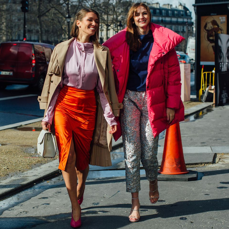 Winterjacken-Trick: Zwei Mädchen im winterlichen Look in Paris