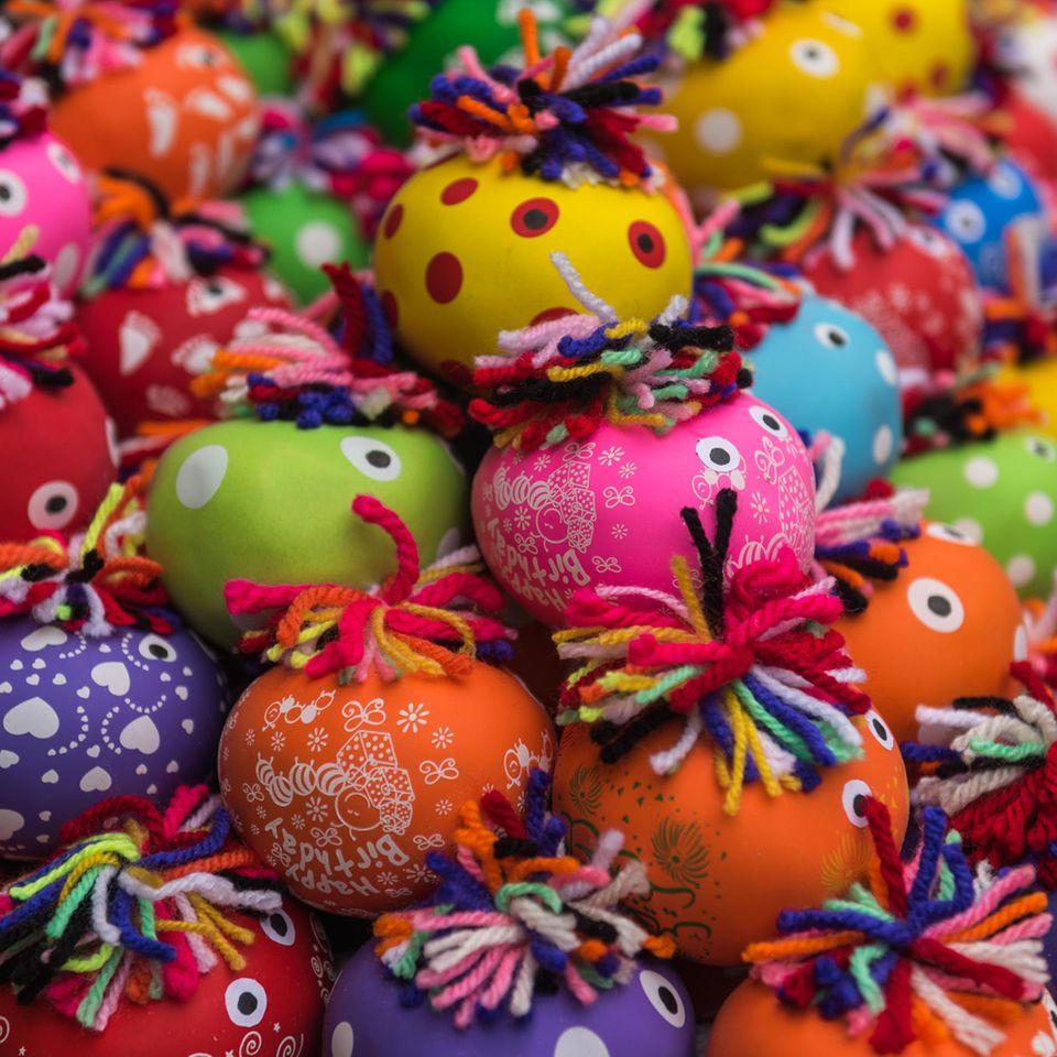 Stressball selber machen: bunte Stressbälle