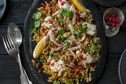 Nudelsalat mit Hähnchen und Granatapfel