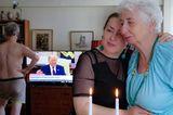 Quarantäne-Tagebuch: Frauen vor Kerzen