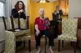 Quarantäne-Tagebuch: Frau sitzt auf Stuhl