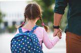 Väter-Zweifel: Vater mit Tochter an der Hand