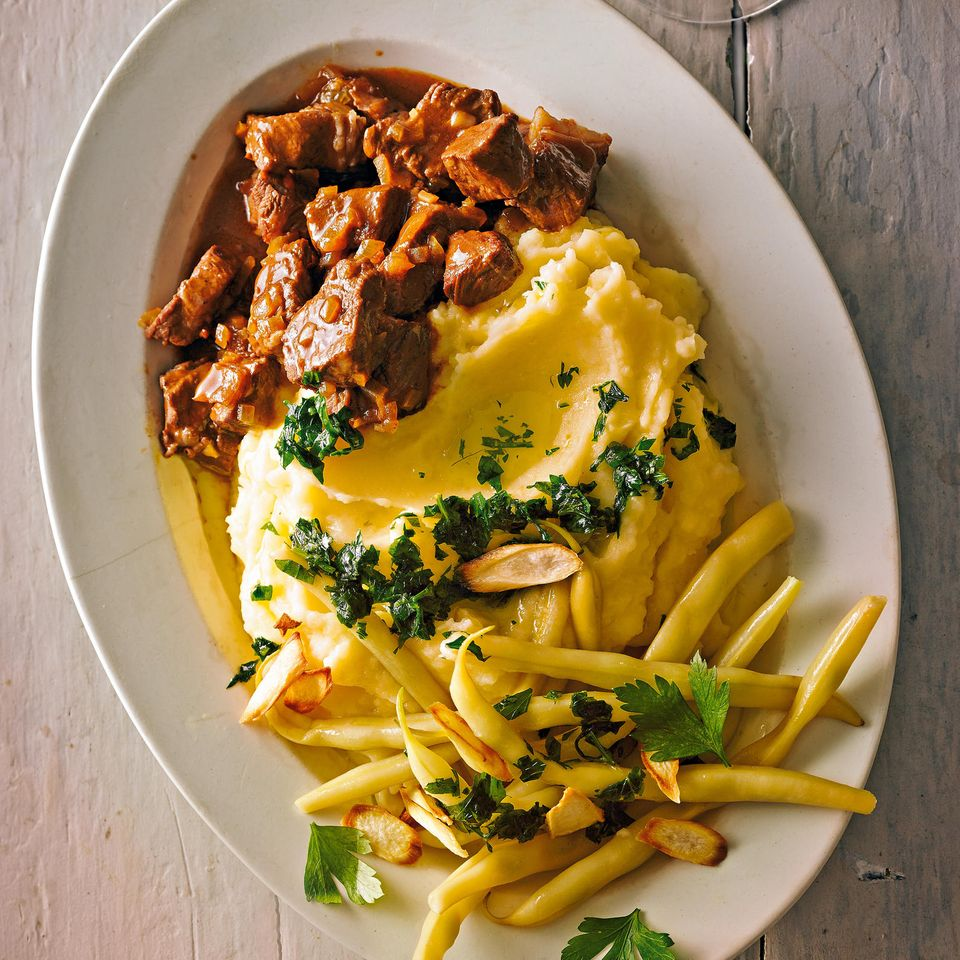 Rindergulasch mit Kartoffel-Petersilienwurzel-Püree