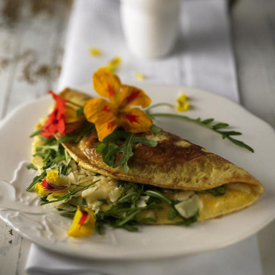 Omelett mit Rauke und Parmesan