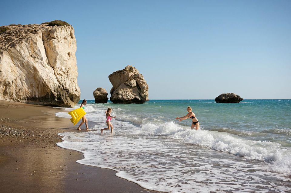 Zypern: Familie am Strand