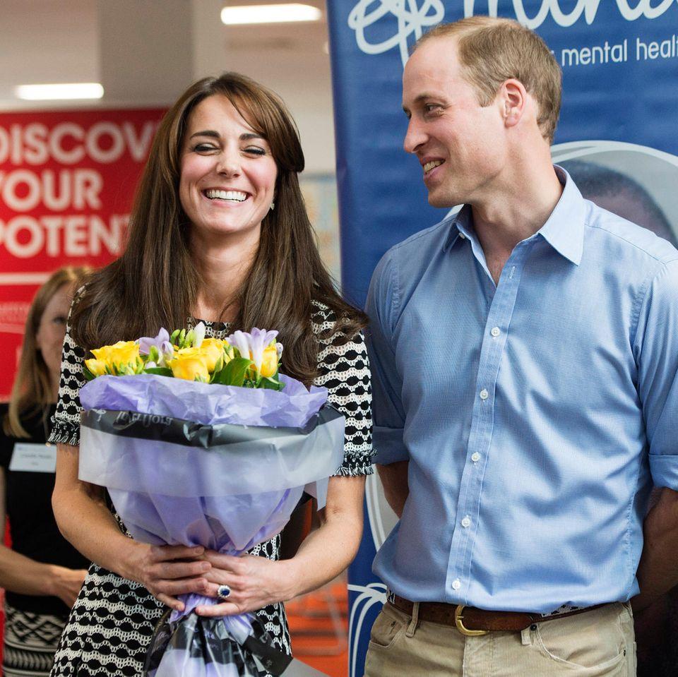 Herzogin Kate + Prinz William: mit Blumenstrauss