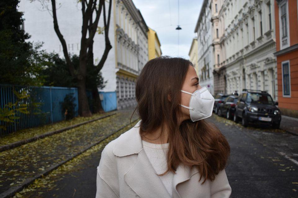 Corona aktuell: Frau mit FFP2-Maske