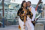Hochzeitskleider aus aller Welt: Brautpaar auf Straße