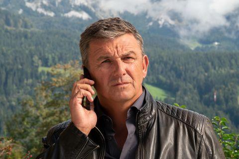 "Hans Sigl als Dr. Martin Gruber in ""Der Bergdoktor"""