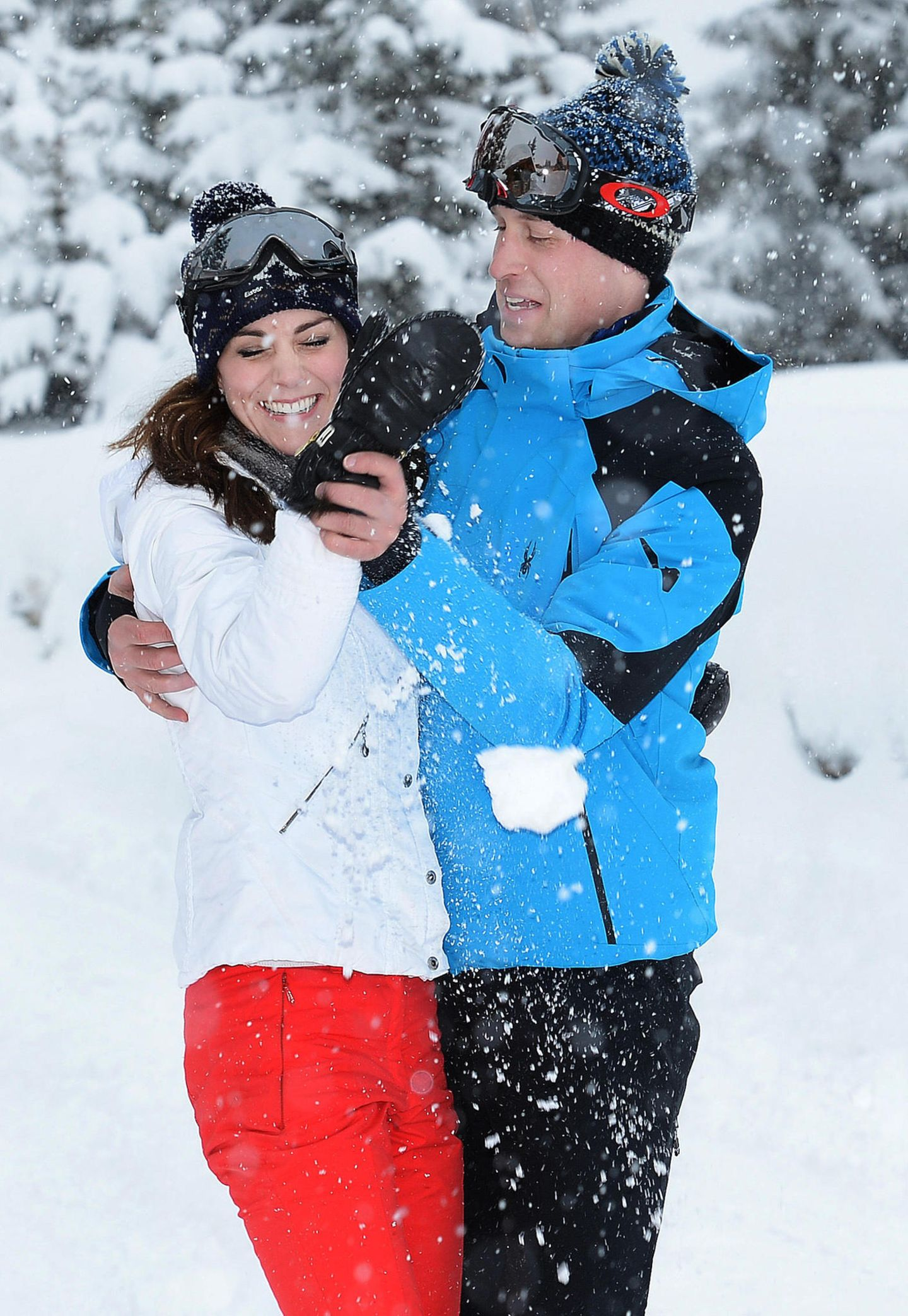 Royals: Herzogin Kate mit Prinz Wiilliam im Schnee
