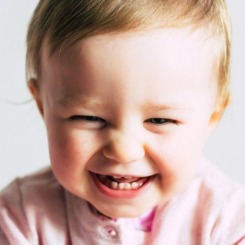 Trend-Babynamen 2021: Lachendes Baby