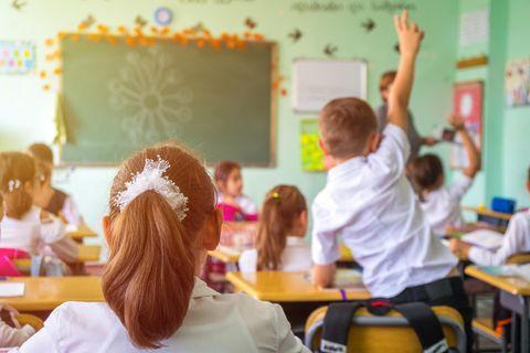 Mündliche Beteiligung: Klassenzimmer mit Schüler*innen