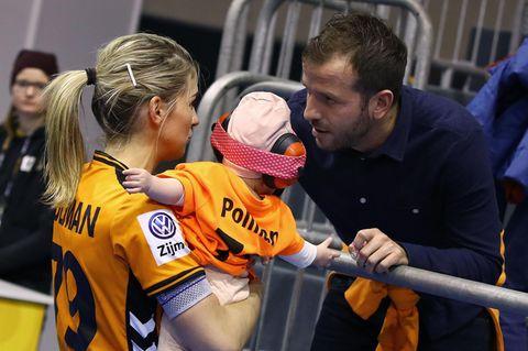 Rafael van der Vaart: Hier kickt Tochter Jesslynn mit Damián