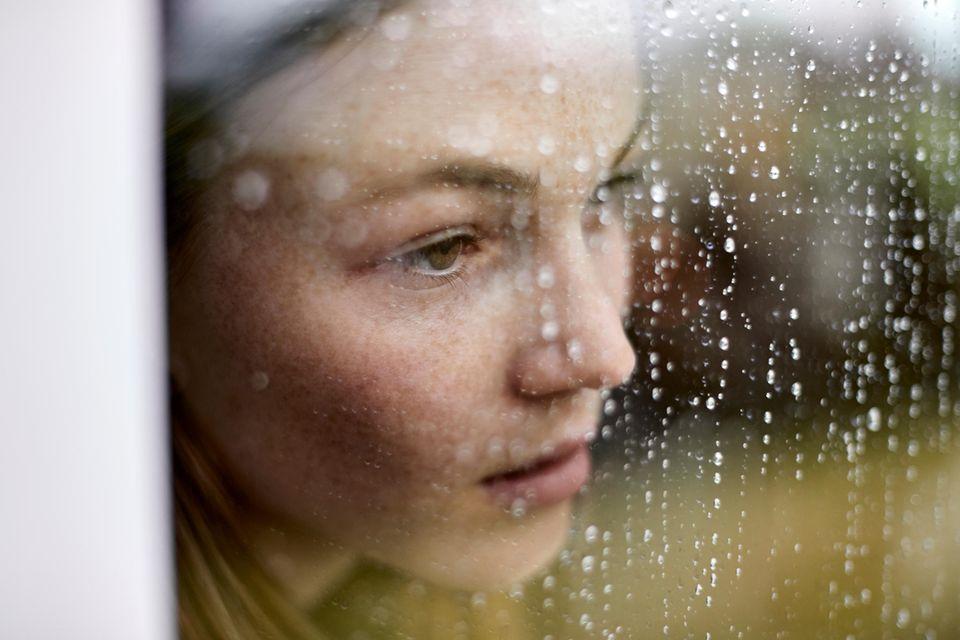 Dreier-Regel: Frau am Fenster
