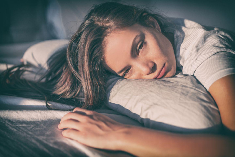 4 Stunden Schlaf: Müde Frau