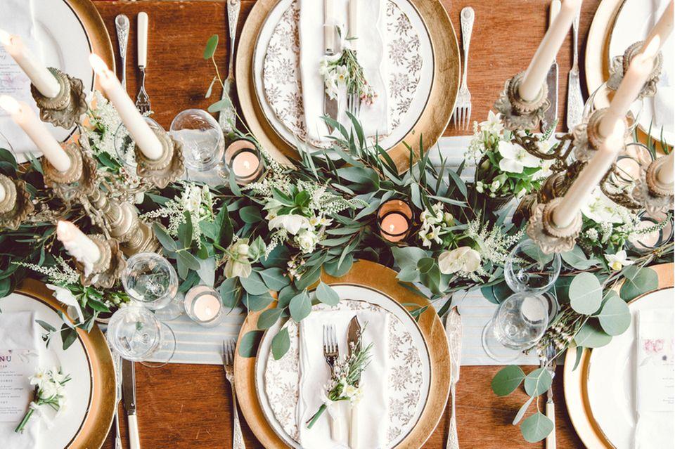 Gartenhochzeit: Tischdeko mit Eukalyptus