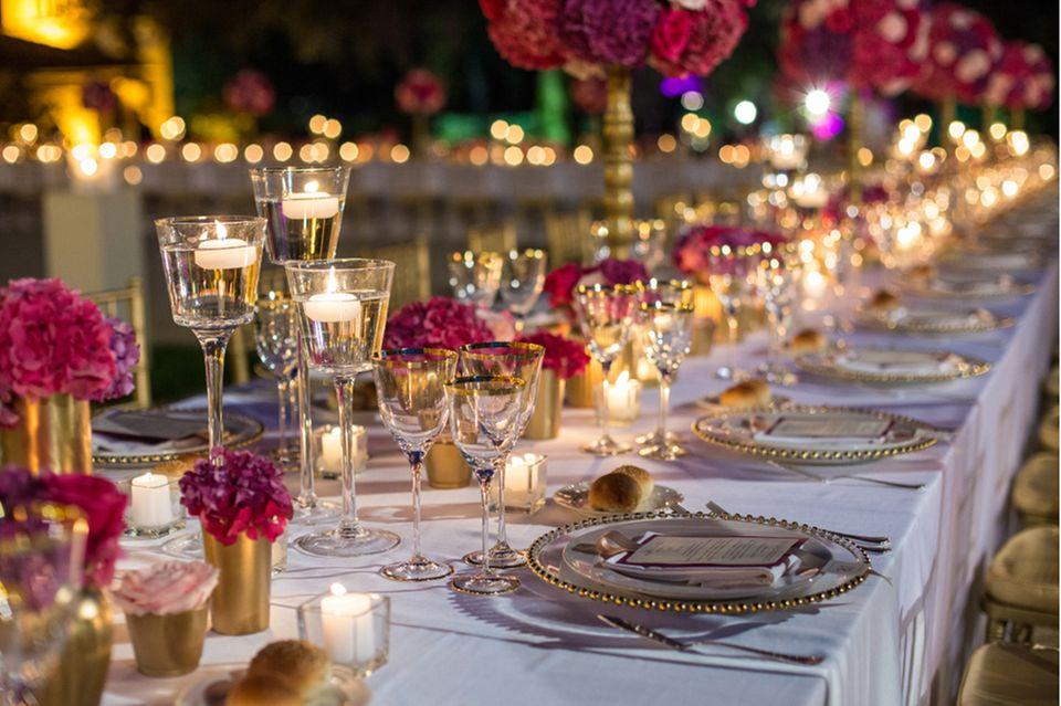 Gartenhochzeit: Tischdeko auf einer Hochzeit