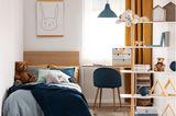 Geschwisterzimmer: Kinderzimmer mit Bett und Regal