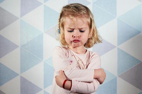 Mein Kind hasst mich: Wütendes kleines Mädchen