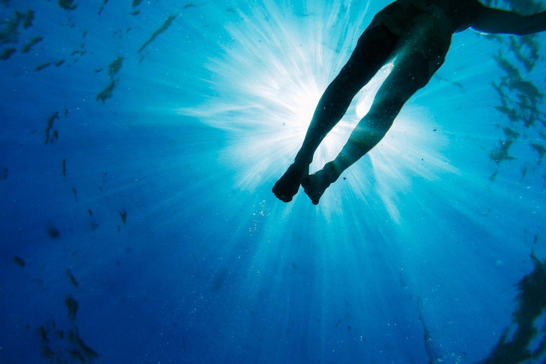 Aszendent Wassermann: Beine im Wasser