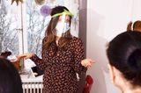 Es ist ihr erster Auftritt in diesem Jahr: Prinzessin Sofia zeigt sich stilsicher in einemgemusterten Blusenkleidzu einem Termin, um mit Patient*Innen über das Thema Essstörungen zu sprechen. Dabei fällt auf: Die Babykugel ist seit ihrem letzten öffentlichen Termin um einiges gewachsen. Unterstrichen wird das außerdem durch den Taillengürtel, den Sofia oberhalb des Bauches gebunden hat.