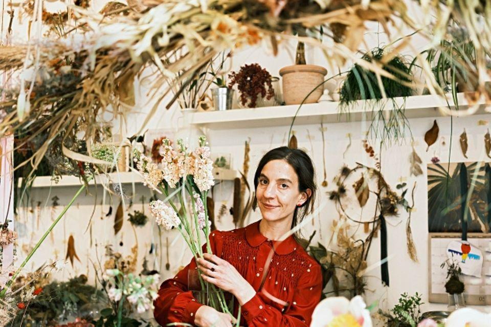 """Blumenkunst.In ihrem Laden """"Bici & Radici""""fertigt Stefania herrliche Sträuße – und vermietet Fahrräder."""