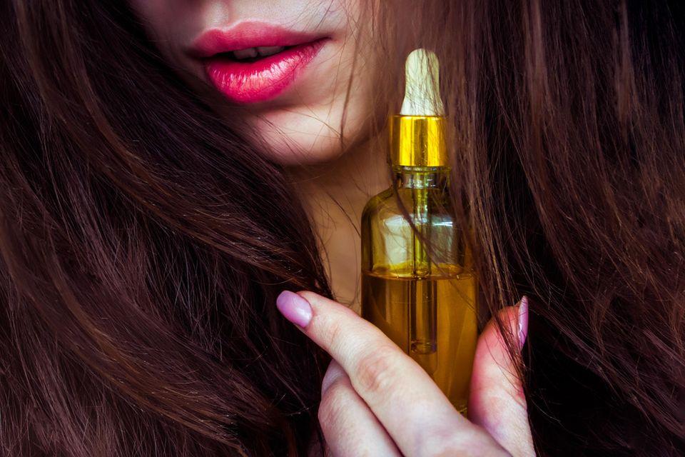 Babassuöl: Wirkung und Anwendung für Haut und Haare