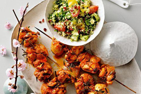 Frühlingsküche: Hähnchenspieße mit Romanesco-Salat