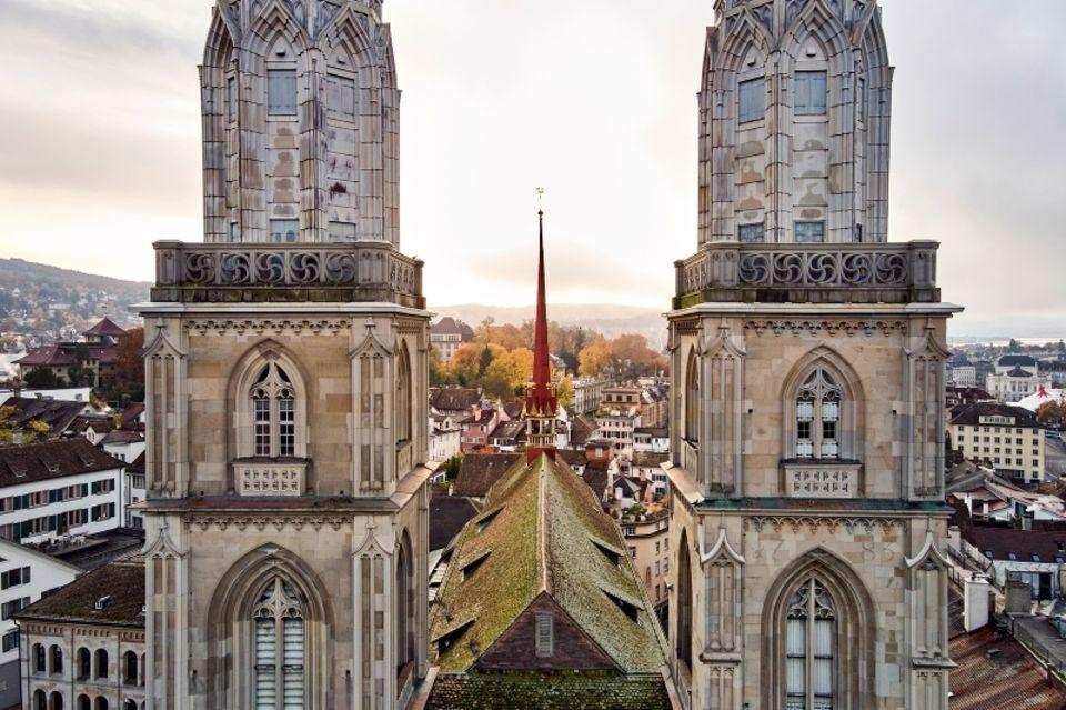 Schätze aus Stein.Das Grossmünster ist die prächtigste Kirche der Stadt und hat Seeblick.