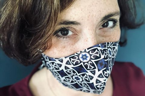 """""""Ein Schutz fürs Leben"""": Frau mit Maske"""