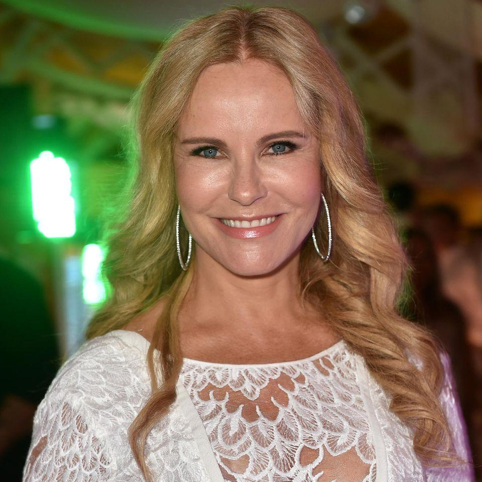 Katja Burkard zeigt sich mit glatten Haaren