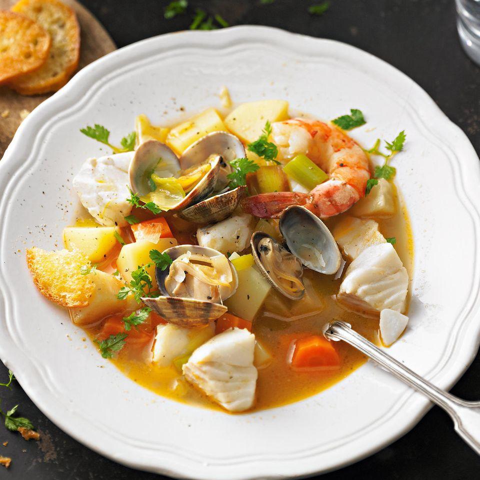 Fischeintopf mit Garnelen und Muscheln