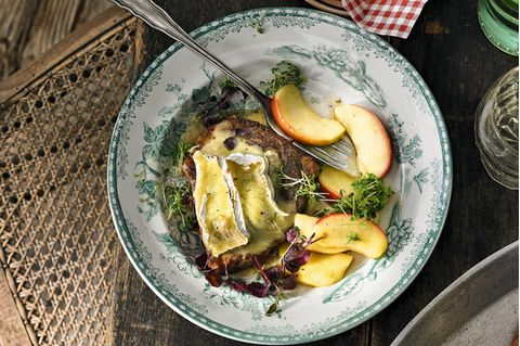 Französische Küche: Entrecote mit Camembert