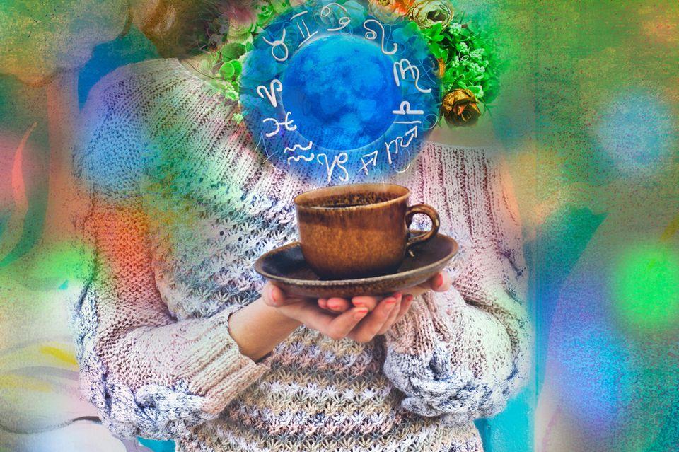 Horoskop: Eine Frau mit einer Tasse und Sternzeichen