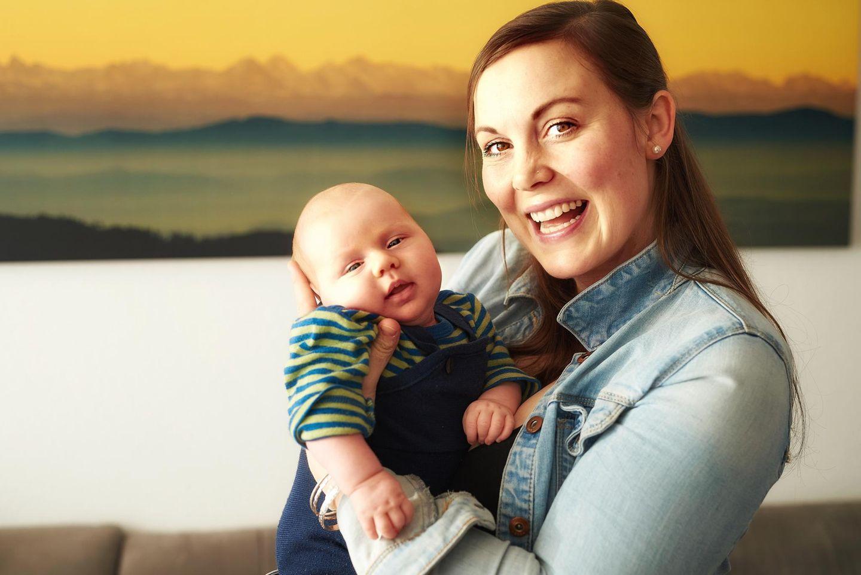 Säugling auf der Brust, Metastasen im Hals: Vera und ihr Sohn Tom