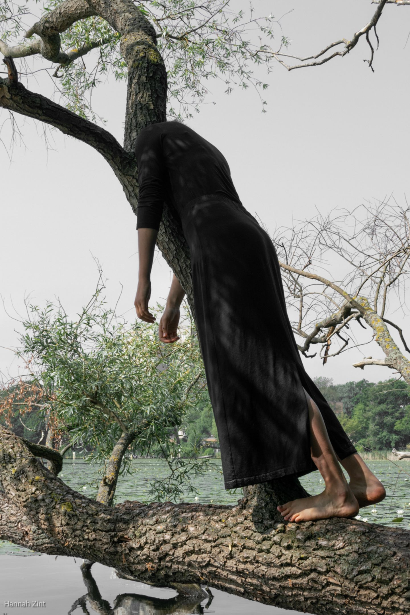 Endometriose in Bildern: Frau am Baum