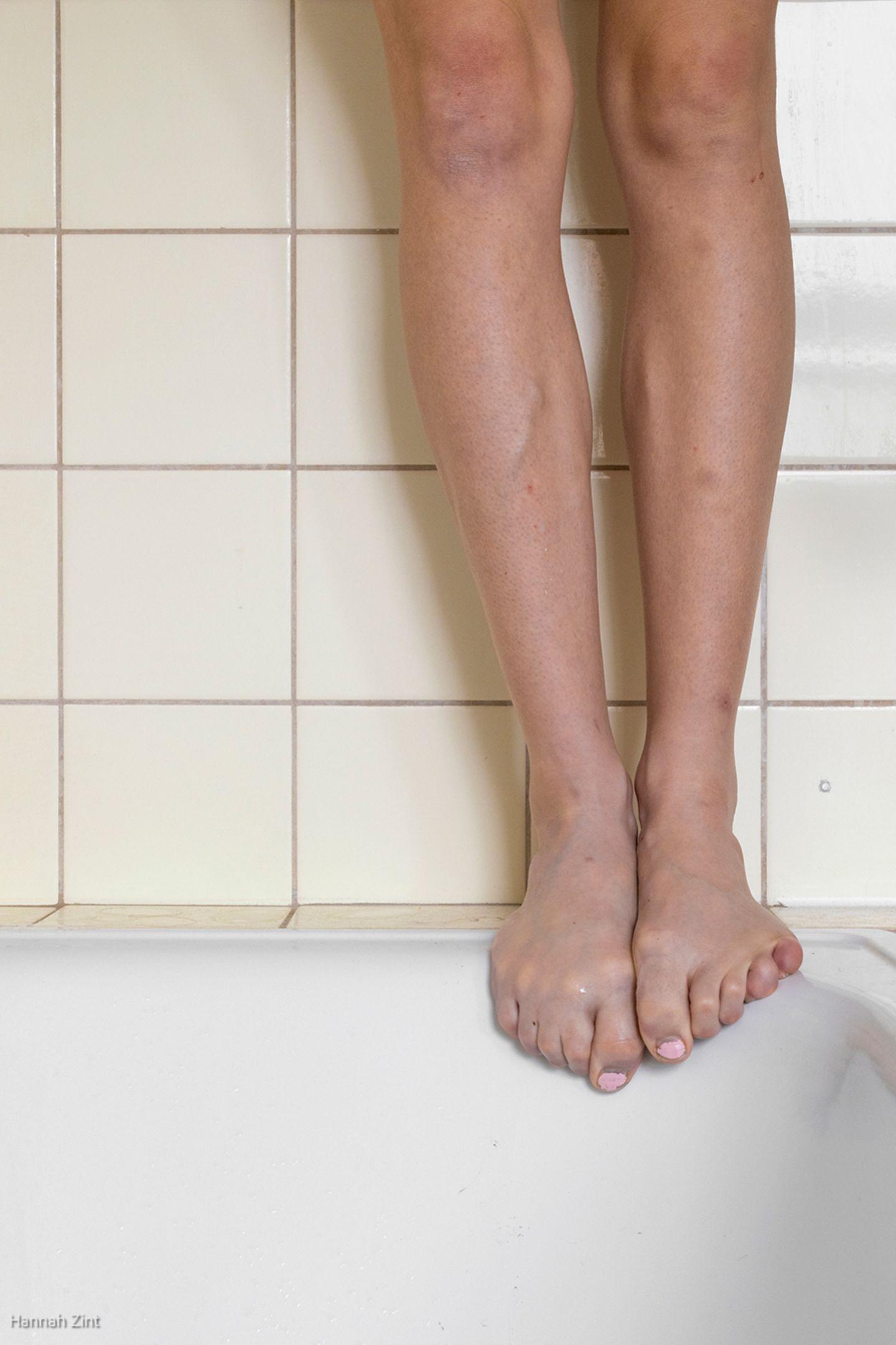 Endometriose in Bildern: Beine auf Badewanne