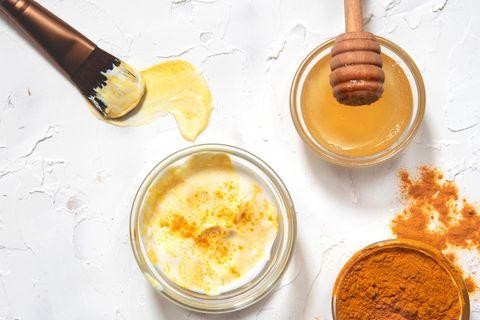 Kurkuma-Maske selber machen: Kurkuma, Joghurt und Honig