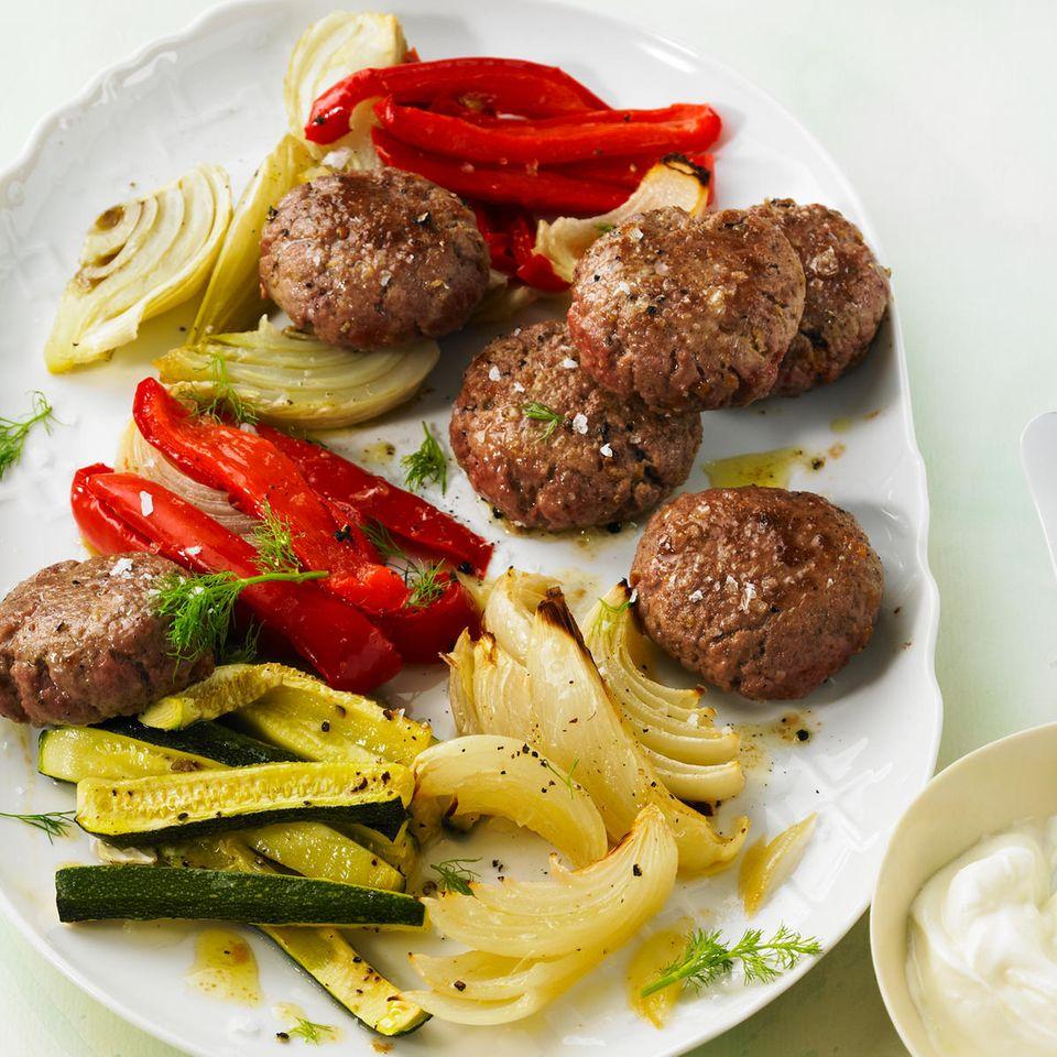 Beefsteak-Frikadellen mit Ofengemüse