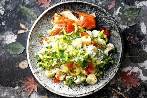 Kartoffel-Gurken-Salat mit Stremel-Lachs