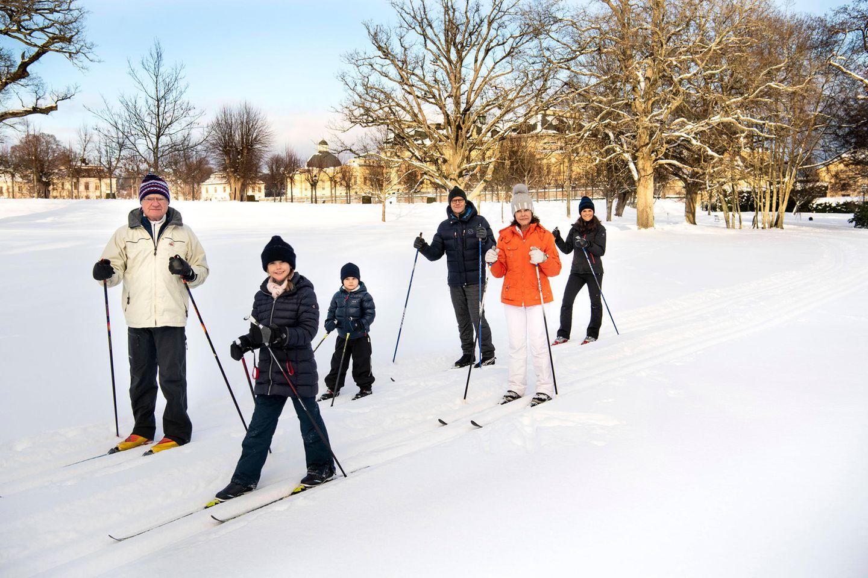 Royale Kinderfotos: Prinzessin Estelle und Prinz Oscar mit Familie im Schnee