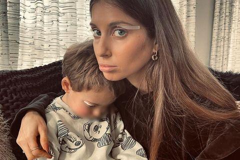 Cathy Hummels tröstet ihren Sohn Ludwig