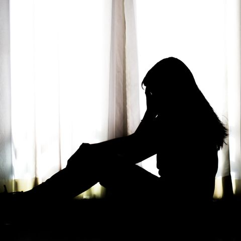 Reddit: Die Silhouette einer depressiven Frau