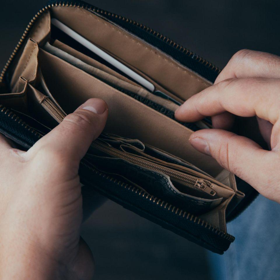 Noch Mittelschicht oder schon an der Armutsgrenze? Portemonnaie wird geöffnet