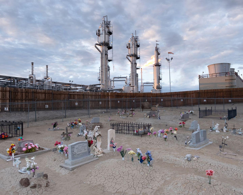 Art Photography Award: Friedhof vor Fabrik