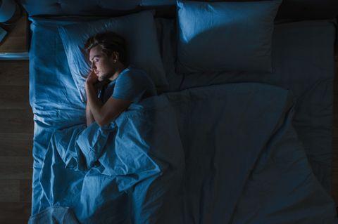 Besser einschlafen: schlafender Mann