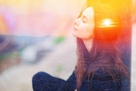 Horoskop: eine Frrau atmet durch