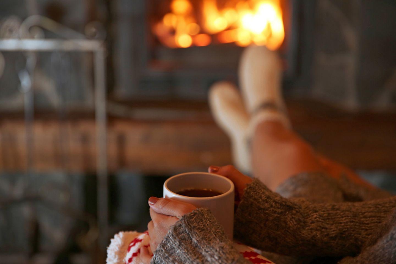 Schlaflos: Frau mit Tee