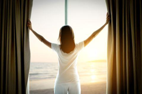 Tageslicht: Frau am Fenster