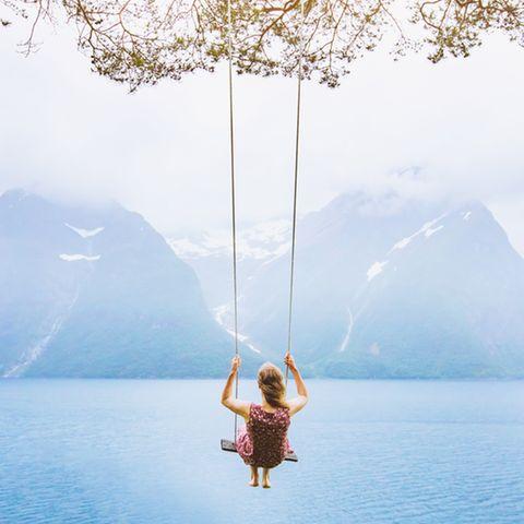 Träume beeinflussen: Frau auf einer Schaukel
